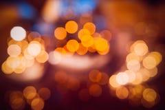 Lumières Defocused de bokeh, lumières de fête et humeur de Noël photos libres de droits