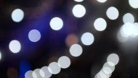 Lumières Defocused de nuit de bokeh banque de vidéos