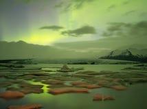 Lumières du nord dans Jokulsarlon, Islande Images stock