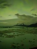 Lumières du nord dans Jokulsarlon, Islande Photos libres de droits