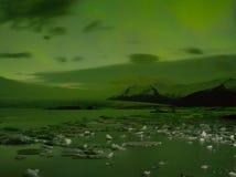 Lumières du nord dans Jokulsarlon, Islande Images libres de droits