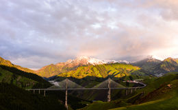 Lumières du soleil de matin de pont de Guozigou Photos stock