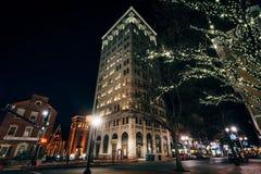 Lumières et bâtiments de Noël chez Penn Square la nuit, dans Lanca photo stock