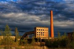 Lumi?res et ciel industriels images stock