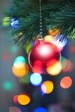 Lumières et ornement d'arbre de Noël images stock