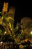 Lumières lumineuses dans la ville Photos stock