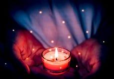 Lumières magiques de bougie images stock