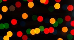 Lumières multicolores sur un fond foncé Images stock