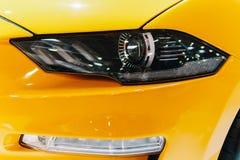 Lumières principales de voiture de sport Photos stock