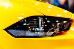 Lumières principales de voiture de sport Photo libre de droits