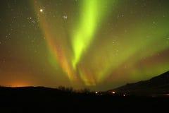 Lumières rouges, vertes et d'or de ciel Image stock