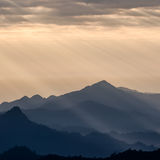 Lumières sur des montagnes Images libres de droits