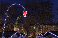 Lumières sur le marché de Noël Photos libres de droits