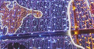 Lumi?res d'an neuf Illumination de vacances de ville banque de vidéos