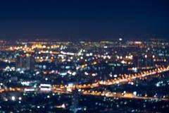 Lumi?res Defocused dans la ville de Bangkok en Tha?lande photos stock