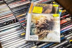 Lumi?res lumineuses 2010 d'album de CD d'Ellie Goulding sur l'affichage ? vendre, le chanteur anglais c?l?bre et le compositeur images stock