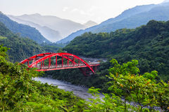 Luming bro på Hong Ye Village Arkivbild