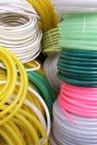 Luminosità dei tubi flessibili d'innaffiatura sulla vendita Immagini Stock Libere da Diritti