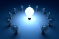 Luminosità eccezionale del gruppo di cerchio della lampadina nello scuro e nell'ombra Immagine Stock