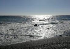 Luminoso do mar com ondas e cor metálica Fotografia de Stock