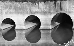 Luminoso e ombre di vecchio ponte Immagine Stock Libera da Diritti