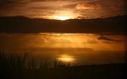 Lumière de Dieu par les nuages Photos libres de droits