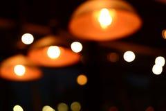 Lumière de lampe de tache floue la nuit Photos stock