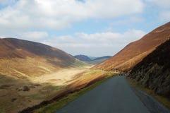 Lumière du soleil sur une vallée de montagne de Gallois Images libres de droits