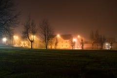 Lumières d'école de Noël de ville de nuit Images libres de droits