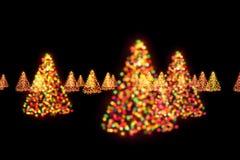 Lumières de bokeh d'arbres de Noël Image libre de droits