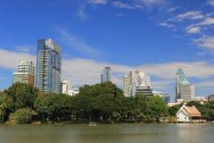 Lumphini parkerar ett ställe för att koppla av i Bangkok Arkivbilder