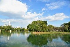 Lumpini公园在一个晴天 库存图片