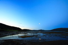 Luna che aumenta nel lofoten Fotografia Stock Libera da Diritti