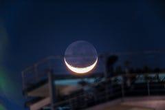 Luna creciente en Acapulco México imagenes de archivo