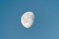 Luna de disminución en madrugada Imagen de archivo libre de regalías