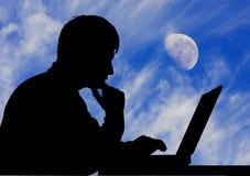 Luna de la computadora portátil del hombre Foto de archivo libre de regalías