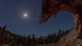 Luna de la montaña almacen de metraje de vídeo