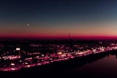 Luna de la salida del sol Imagenes de archivo