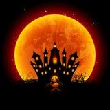 Luna de la sangre del ejemplo de Halloween y castillo frecuentado Foto de archivo libre de regalías