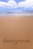 Luna de miel en la playa. Foto de archivo libre de regalías