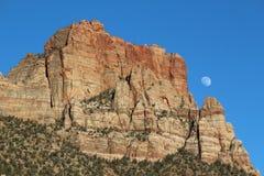 Luna del barranco, enfocada hacia fuera Imagen de archivo libre de regalías