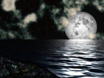 Luna del cielo notturno sopra il mare Fotografia Stock Libera da Diritti