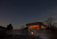 Luna del dolmen sulla notte di Nexis del supporto Fotografie Stock