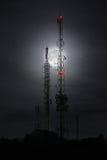 Luna detrás de las antenas Fotografía de archivo