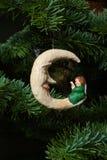 Luna di natale ed ornamento dell'albero di angelo Immagini Stock Libere da Diritti