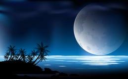 Luna di notte sopra il mare Fotografia Stock