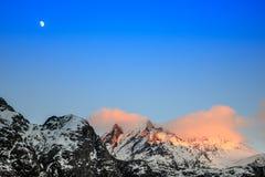 Luna e montagna Immagini Stock Libere da Diritti