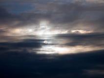 Luna e nubi luminose Fotografie Stock Libere da Diritti