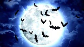 Luna e pipistrelli di Halloween in cielo blu e nuvole illustrazione vettoriale