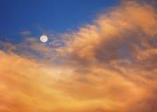 Luna en la salida del sol A Imágenes de archivo libres de regalías